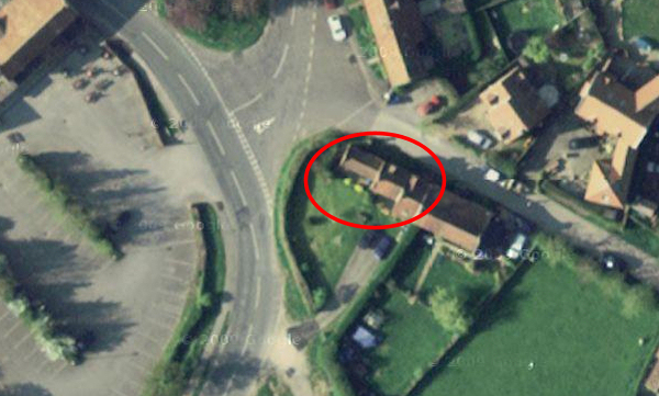 Aerial view of Thorpe Cottage, Brantingham - 204kB jpg